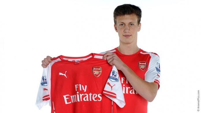Krystian Bielik w koszulce Arsenalu