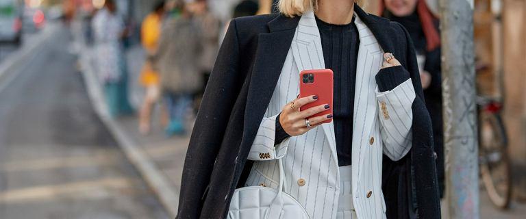 Damski garnitur to dobry wybór nie tylko na wesela! Zobacz jak noszą je na co dzień influencerki na Instagramie