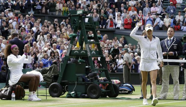 Winner Serena Williams of the United States, left, applauds runner up Agnieszka Radwanska of Poland following the women's final match at the All England Lawn Tennis Championships at Wimbledon, England, Saturday, July 7, 2012. (AP Photo/Kirsty Wigglesworth)