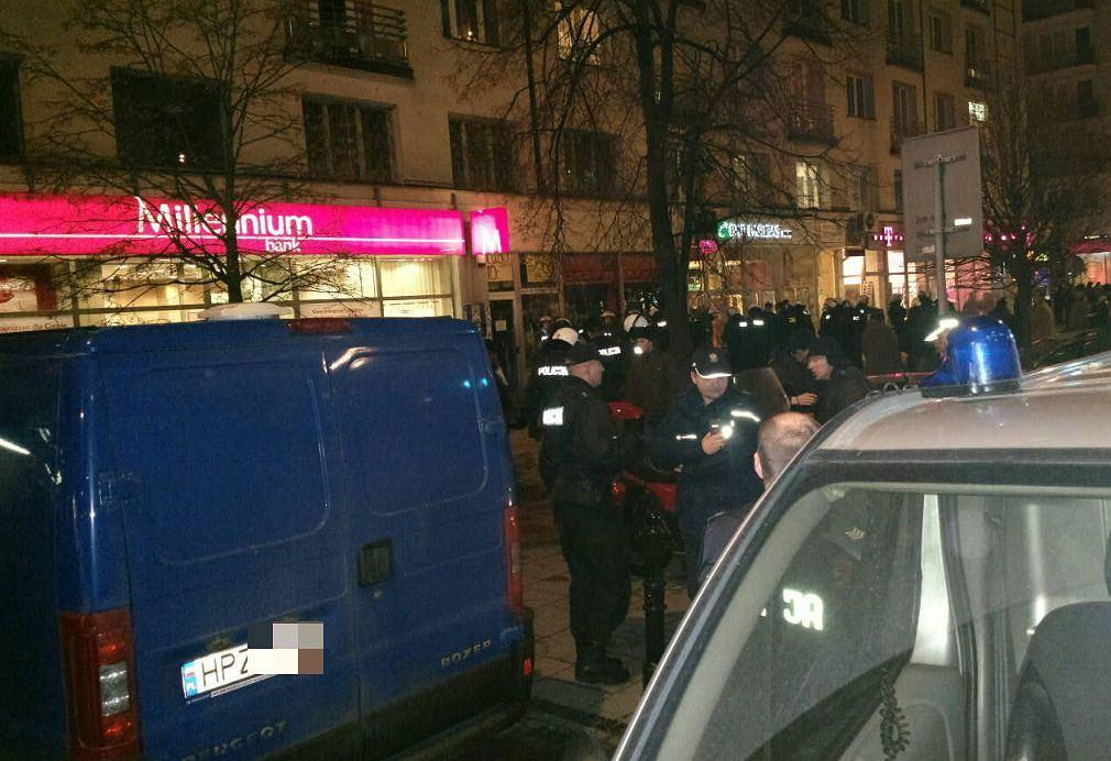 Akcja policji na Marszałkowskiej, w związku z agresywnym zachowaniem kibiców Lazio