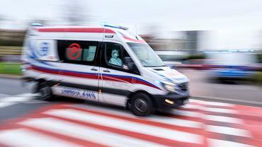 Wielkopolskie. Ukradł ambulans i brał od księży pieniądze na paliwo. Poszukuje go policja