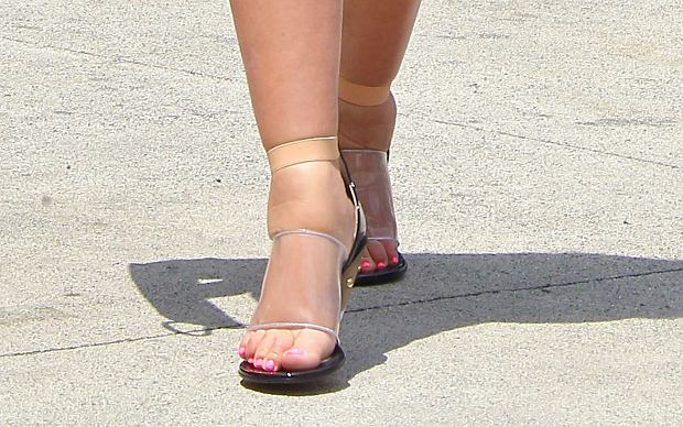 May 16, 2013: Kim Kardashian who has a bad case of swollen feet due to pregnancy swelling. She is seen going to Stanley's Restaurant to film her TV show 'Keeping Up With The Kardashians', with her mother Kris Jenner in Los Angeles, California today. Mandatory Credit: INFPhoto.com Ref: infusla-207|sp|