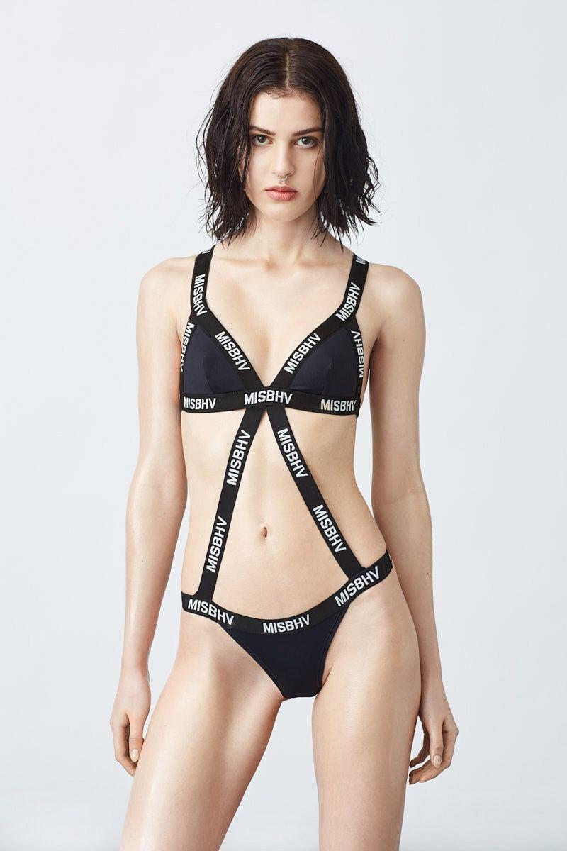 a03ecc1aa79774 42 świetne kostiumy kąpielowe dla dziewczyn, którym znudziło się bikini [od  39 zł]