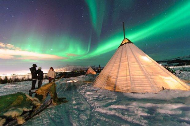 Tradycyjny namiot Samów w regionie Tromso w Norwegii