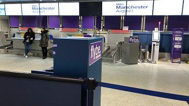 Stanowiska odprawy pasażerów linii lotniczej Flybe na Terminalu 3 w Manchesterze, 5.03.2020