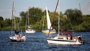 Parada jachtów inaugurująca 54. edycję Etapowych Regat Turystycznych