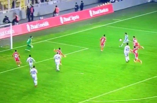Lazar Marković strzela pięknego gola dla Fenerbahce