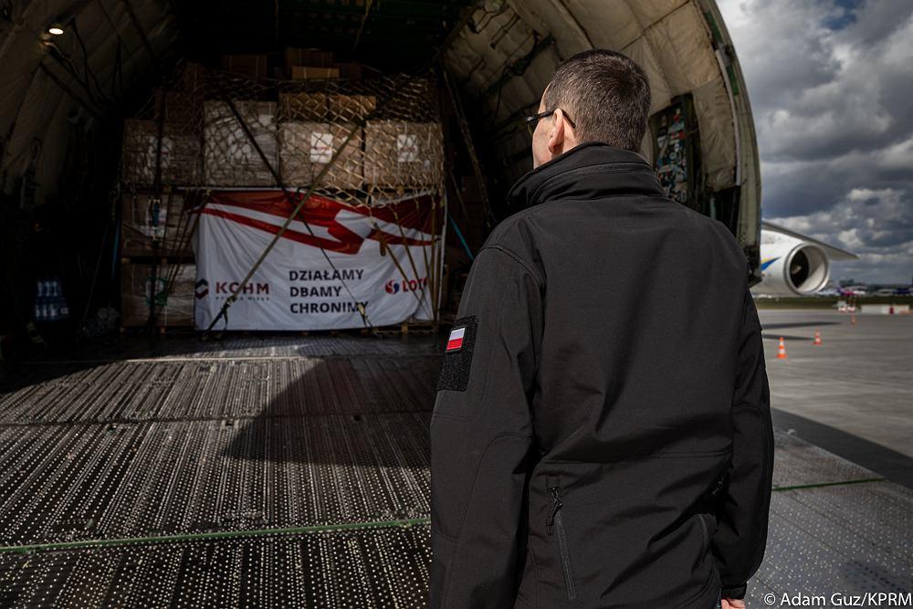 https://bi.im-g.pl/im/d9/ab/18/z25869273IH,Przylot-samolotu--Antonow-AN-225-Mrija.jpg