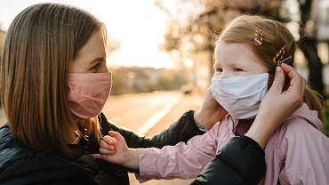 Maseczki ochronne dla dzieci. Maluchy powyżej czwartego roku życia obowiązuje zakrywanie ust i nosa.