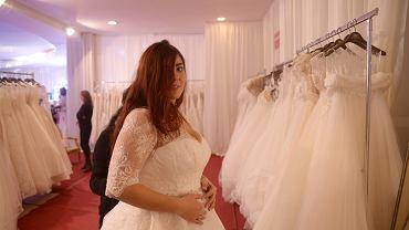 Suknia ślubna dla puszystej. Zdjęcie ilustracyjne