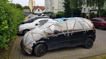 Mieszkańcy Gorzowa chronią samochody przed gradem