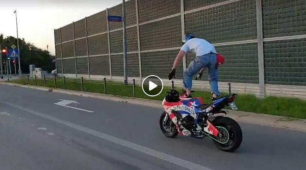 """Motocykliści szaleją w centrum Łodzi. W środku dnia. Dyspozytor 112: """"Nic nie mogę zrobić"""""""