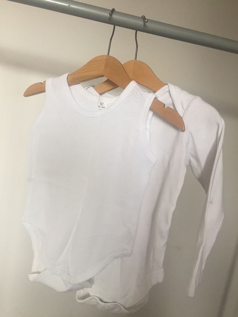 Ubranka ze zwykłej bawełny warto kupować na taniej odzieży. Im częściej prane, tym mniej w nich szkodliwych środków chemicznych
