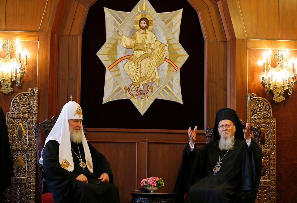 Arcybiskup Konstantynopola - Nowego Rzymu i patriarcha ekumeniczny Bartłomiej (p) i patriarcha Moskwy i Wszechrusi Cyryl  podczas spotkania w Stambule, 31 sierpnia 2018