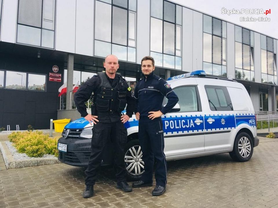 Mundurowi z Bielska-Białej razem z funkcjonariuszem Policji w Gelsenkirchen zatrzymali dwóch bielszczan w wieku 20 i 21 lat, którzy grozili pozbawieniem życia 27-latce oraz uszkodzili jej samochód.