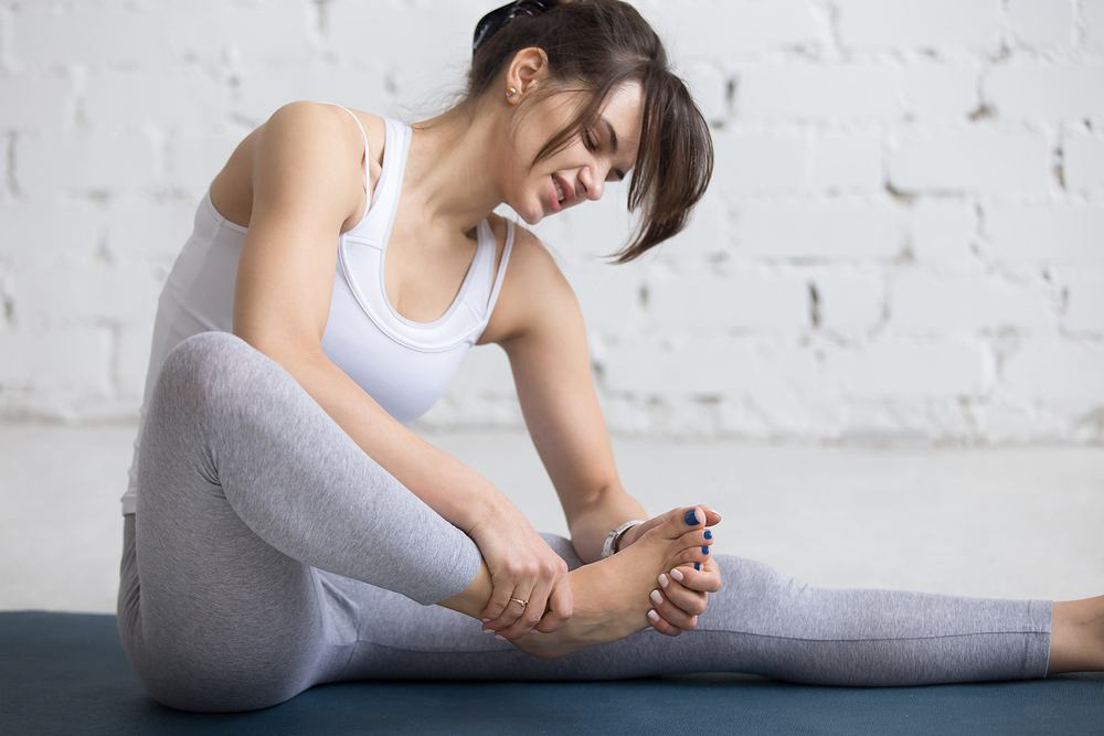 Zbyt ciasne obuwie może być przyczyną odcisków stopy