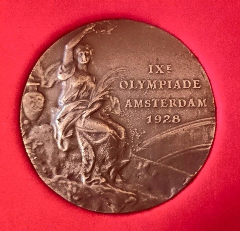 Replika brązowego medalu olimpijskiego wioślarzy BTW