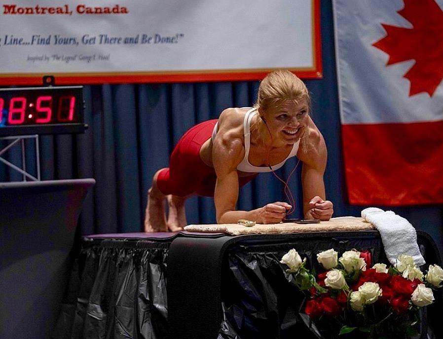 Plank to trudne ćwiczenie, ale nie dla niej. Dana Glowacka wytrzymała ponad 4 godziny