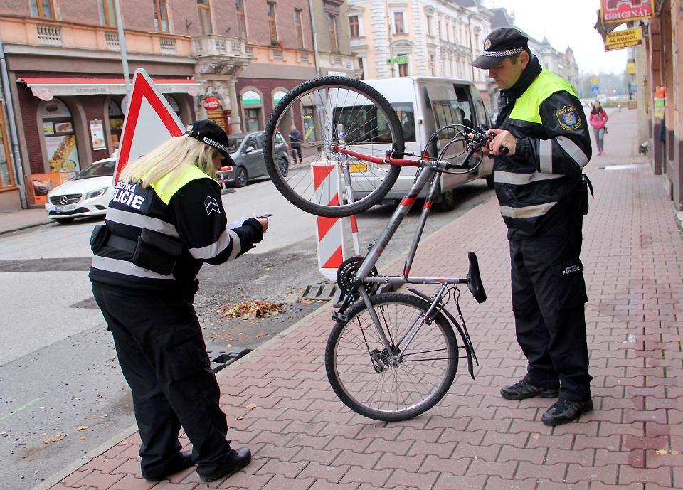 Straż miejska w Czeskim Cieszynie sprawdza, czy rowerzyści nie jeżdżą na skradzionych jednośladach
