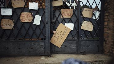 'Ręce precz od dzieci' - manifestacja przeciw kryciu winnych - pedofilów w sutannach. Gdańsk, 7 października 2018