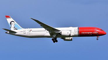 Włochy. Z norweskiego samolotu zaczęły spadać małe fragmenty silnika na miasteczki Fiumicino. Zdjęcie ilustracyjne