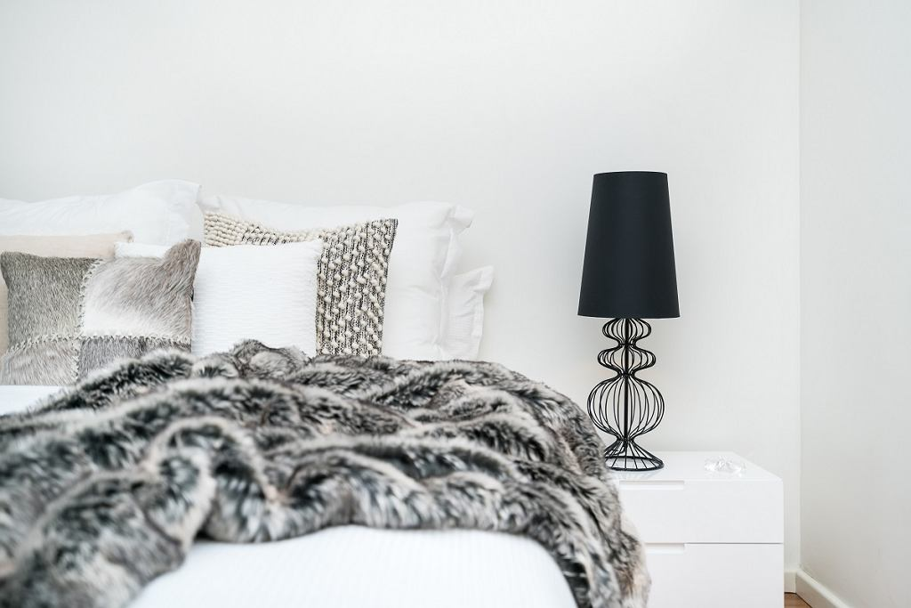 Lampa stołowa do sypialni