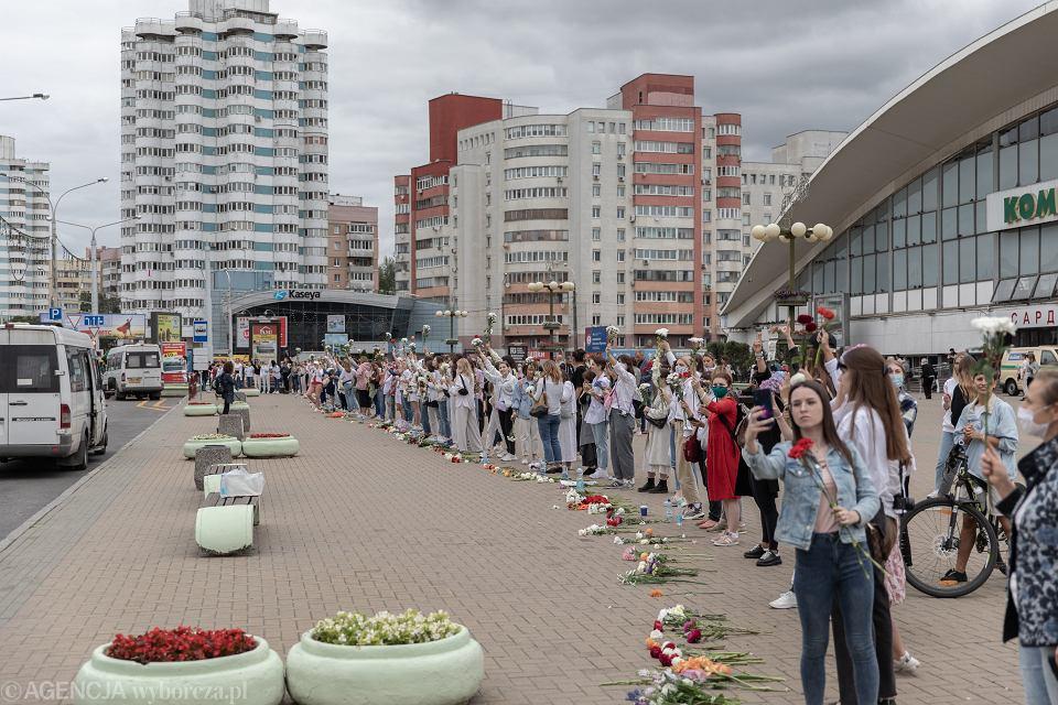 12.08.2020, Mińsk, protest kobiet przeciwko przemocy reżimu Łukaszenki.