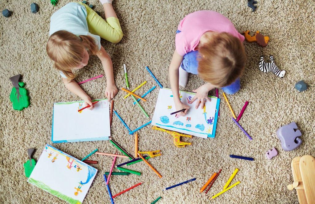 Rysowanie może zająć dzieci na długi czas. Są takie, które naprawdę uwielbiają to robić. Co powiecie na kolorowanki do druku? Wtedy malowanki będą zawsze pod ręką.