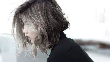 włosy do ramion (zdjęcie ilustracyjne)