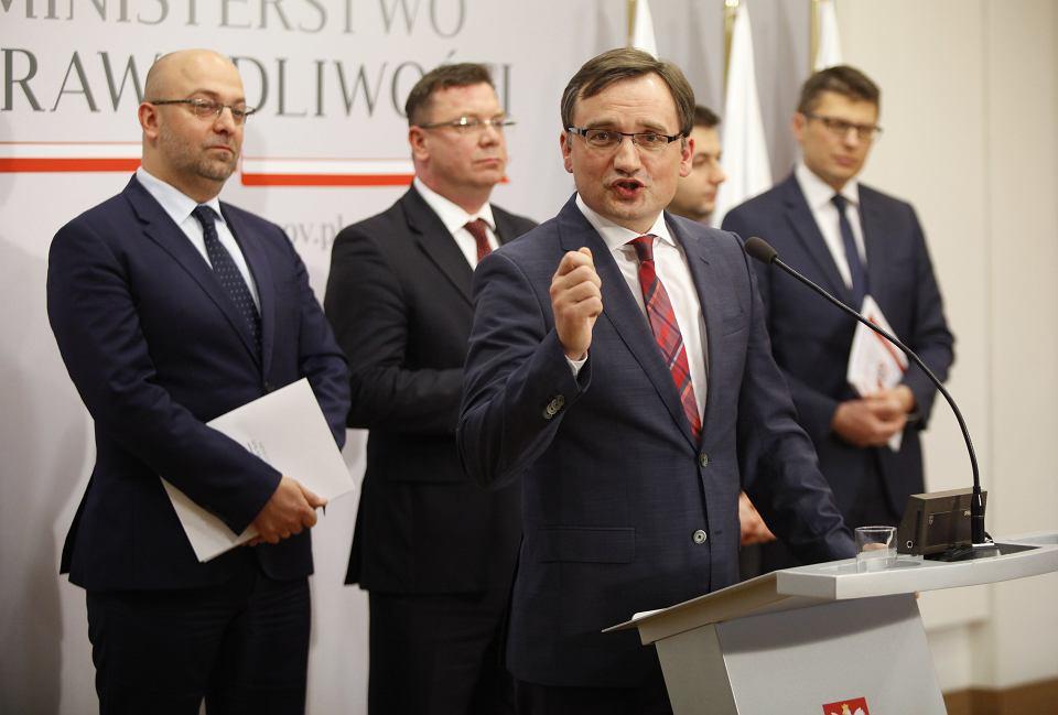 Szefostwo resortu sprawiedliwości: były wiceminister Łukasz Piebiak (pierwszy z lewej) i minister Zbigniew Ziobro