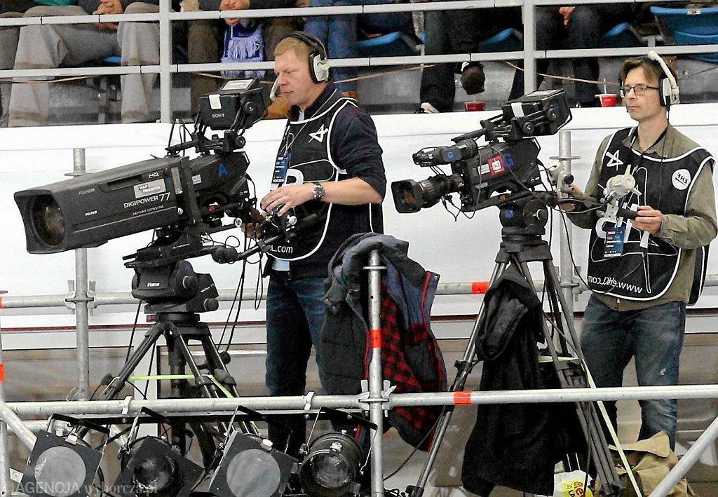 Kamery podczas meczu piłki nożnej
