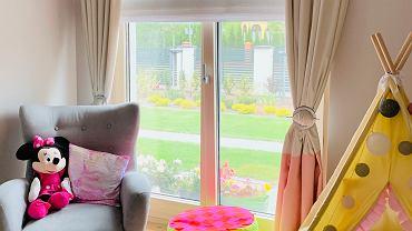 Osłony okienne w pokoju dziecka