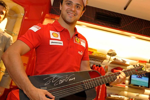 Felipe Massa i gitara Ferrari