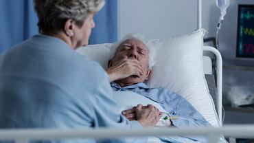 Krwioplucie zdarza się u chorych na raka płuc, jednak przyczyn tego objawu jest znacznie więcej, w tym infekcje dróg oddechowych i choroby układu krążenia.