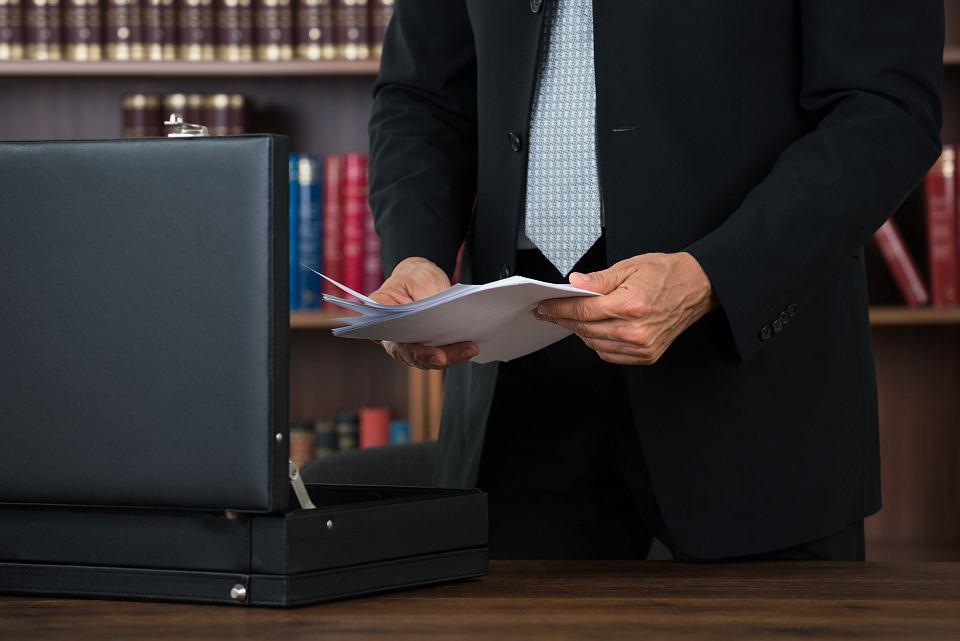 Komornik ma prawo zająć rachunek bankowy dłużnika. Windykator nie ma takich uprawnień.
