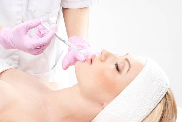 Lipofilling to zabieg kosmetyczny wykorzystujący specjalnie przygotowaną tkankę tłuszczową do ujędrniania wybranych partii ciała