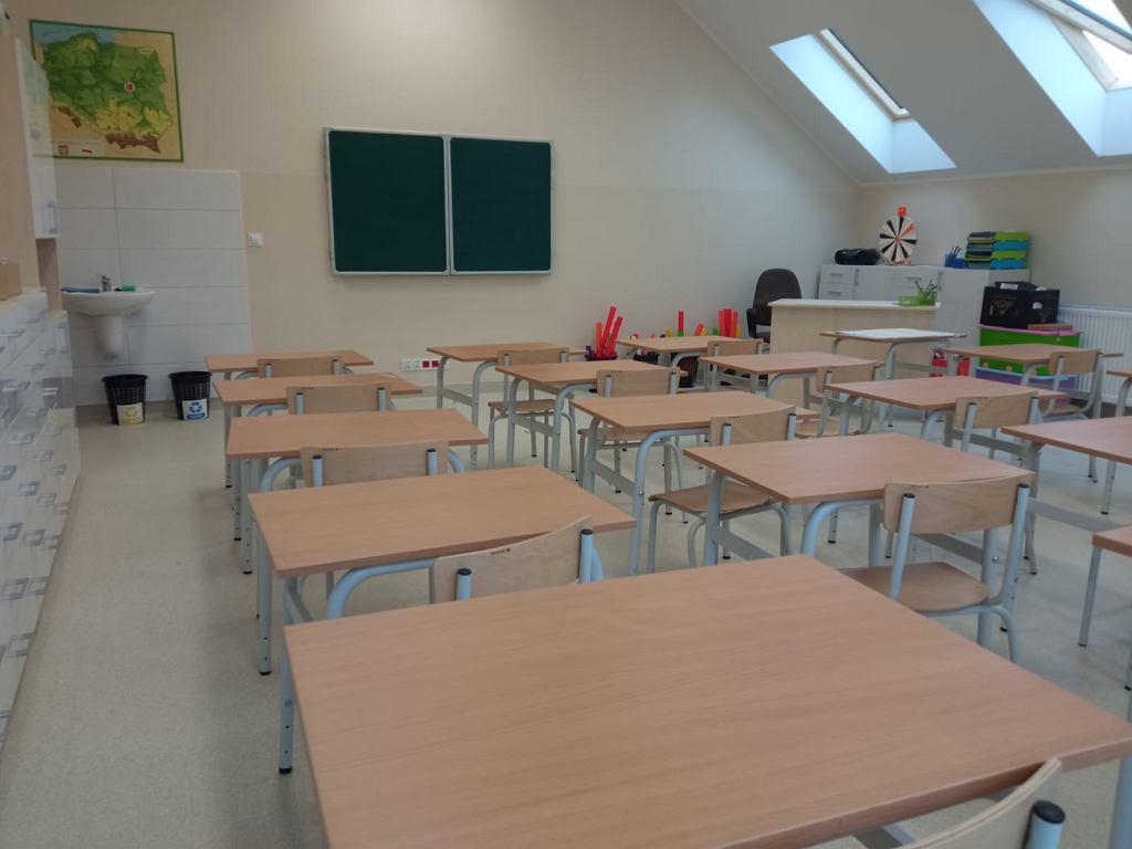 Odbudowana po pożarze Szkoła Podstawowa w Cedzynie (gm. Górno)