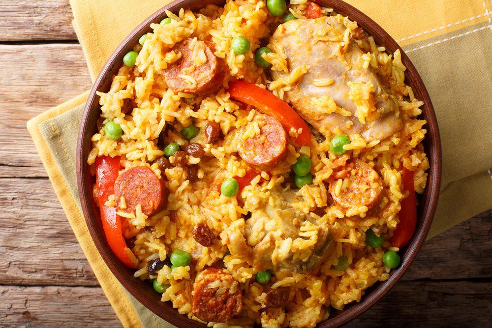 Paella to danie z dużą ilością składników, z którego przygotowaniem powinien poradzić sobie każdy kucharz