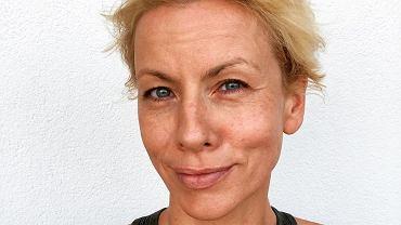 Fryzjer gwiazd zaszalał i pokazał, jak Anita Werner wyglądałaby w ciemnych włosach. Nie do poznania