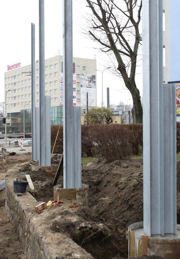 Zdjęcie numer 31 w galerii - Finiszują roboty na pl. Niepodległości, jeszcze ekrany akustyczne i chodniki