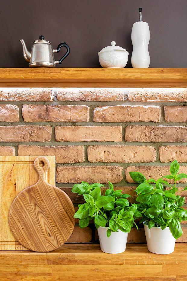 dom, kuchnia, ceglana ściana, aranżacje wnętrz
