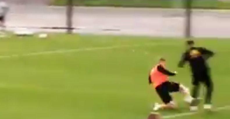 Brutalny faul Kevina De Bruyne`a na treningu reprezentacji Belgii