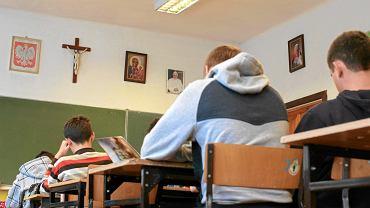 Czy w szkołach średnich będzie mniej lekcji religii?