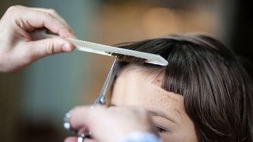 Grzywka baby bangs - największy hit wśród fryzur na ten sezon. Ta modna fryzura robi ogromną furorę w sieci