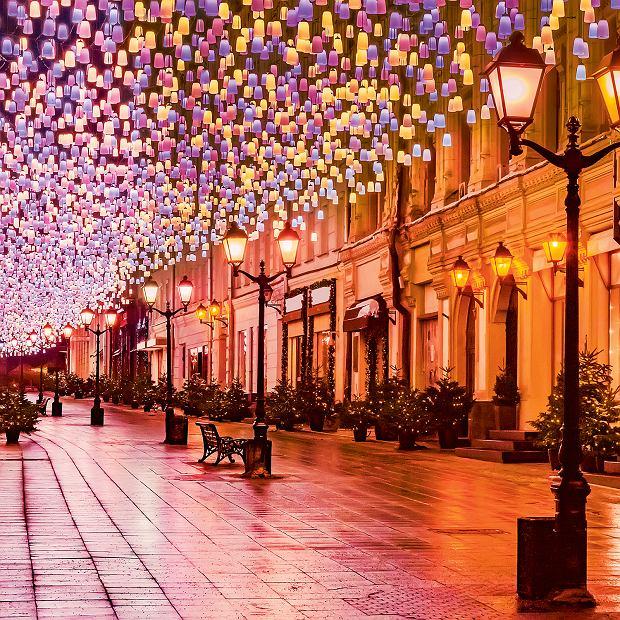 Moskwa, jedna znajbardziej eleganckich ulic  wświątecznej odsłonie. Tu swoje sklepy mają największe domy mody