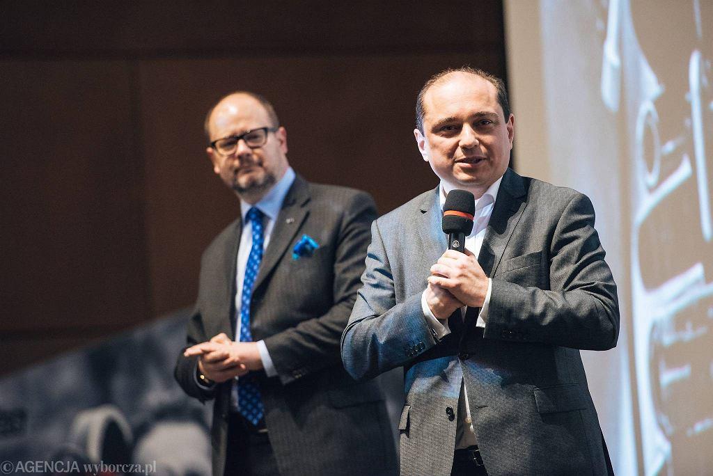 Projekt 'Według Wajdy...' W ECS: Dyrektor ECS Basil Kerski i Prezydent Gdańska Paweł Adamowicz