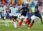 Mistrzostwa świata w piłce nożnej 2018. Paul Pogba pociesza Leo Messiego po odpadnięciu Argentyny