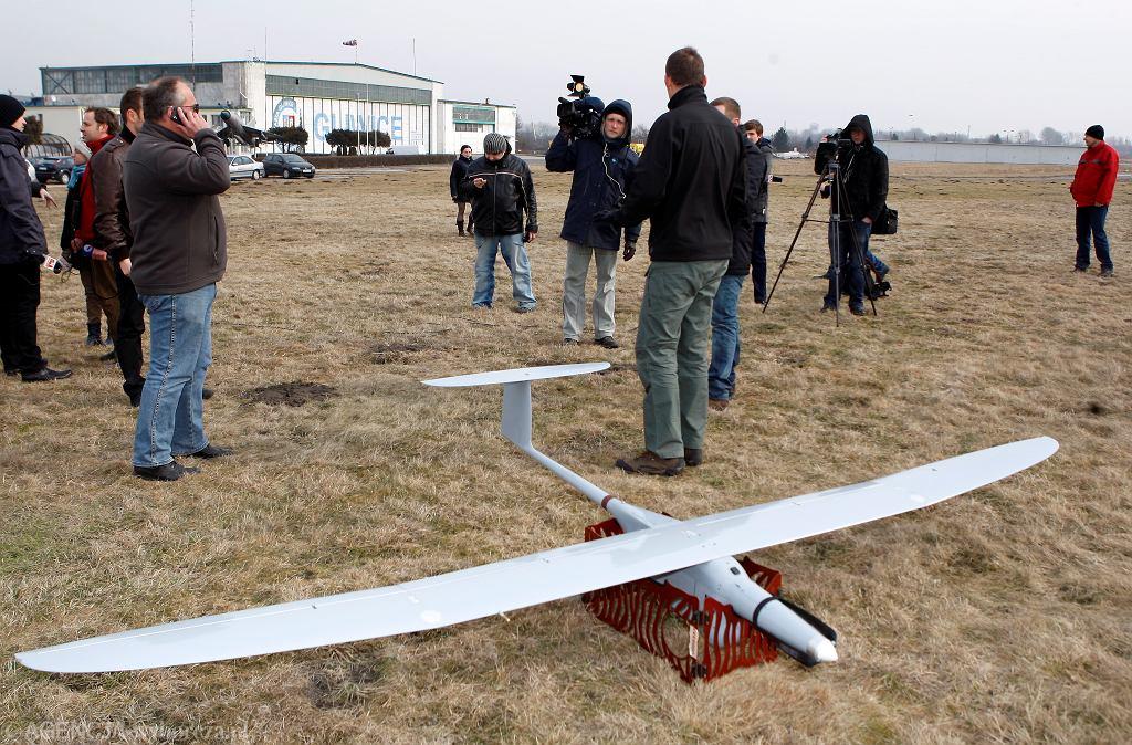 Zdjęcie archiwalne pokazujące drona FlyEye Grupy WB. Takie oglądał kenijski oszust