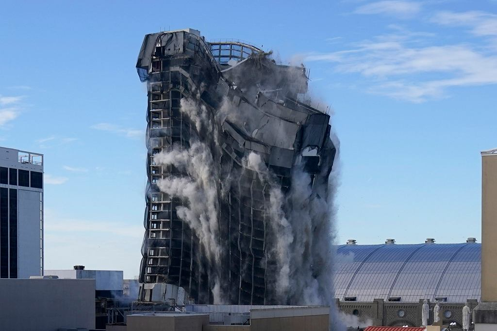 W Atlantic City wysadzono wieżowiec Trump Plaza