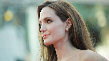 Angelina Jolie opisała operacje dzieci.